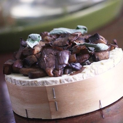 2.	Baked Brie with Mushrooms and Sage