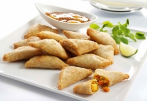 Thai Curry Samosa **Tray 25 pieces**